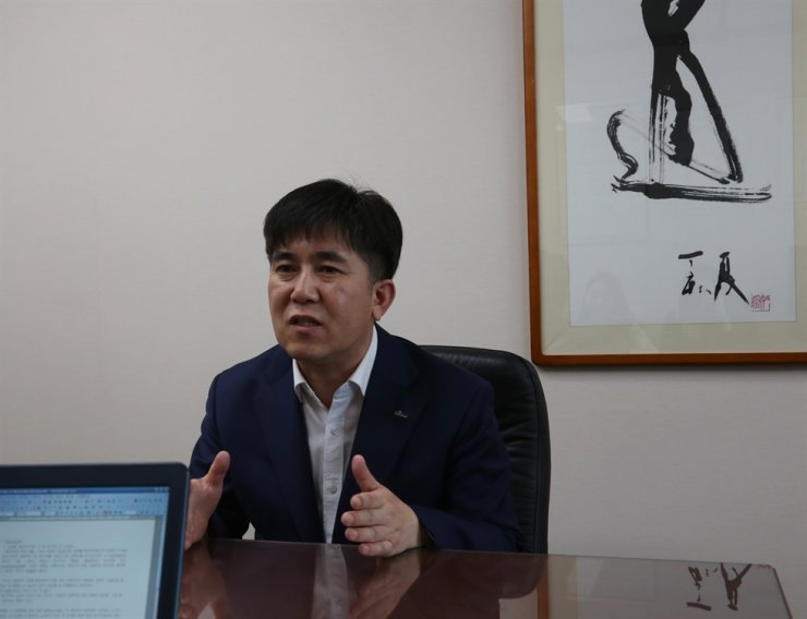 Yoon Chang-yong has been leading Shinhan Investment's research center as its chief since early January. Yoon speaks during a recent interview at his office in Seoul. / Courtesy of Shinhan Investment Corp.