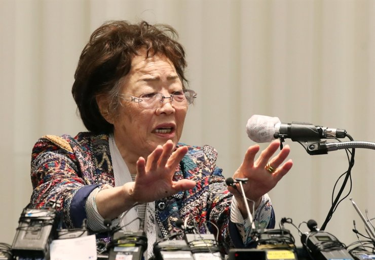 Lee Yong-soo, a surviving victim of Japan's wartime sex slavery, speaks during her second news conference held at a hotel in Daegu, May 25. / Yonhap