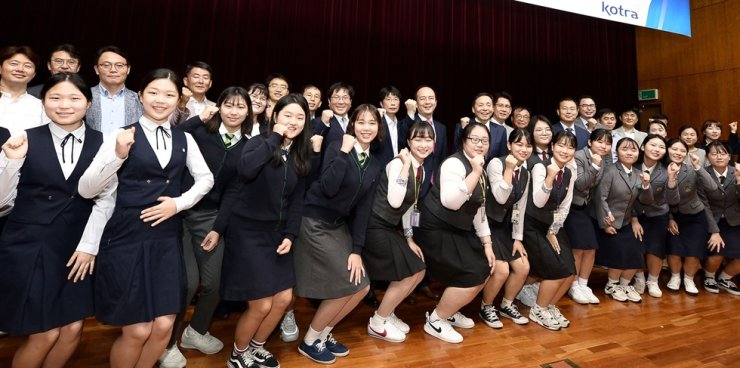 Students participating in Korea Trade-Investment Promotion Agency's (KOTRA) 2019 program matching vocational high schools and SMEs pose in this undated file photo. Courtesy of KOTRA