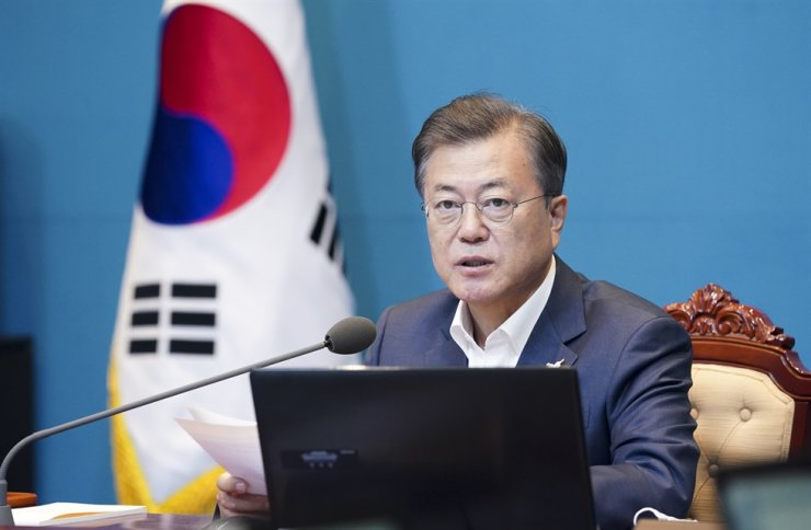President Moon Jae-in presides over a meeting with his senior aides at Cheong Wa Dae, April 27, the second anniversary of the Panmunjeom Declaration. He said the COVID-19 crisis could present a new opportunity for the suspended inter-Korean relations. / Yonhap