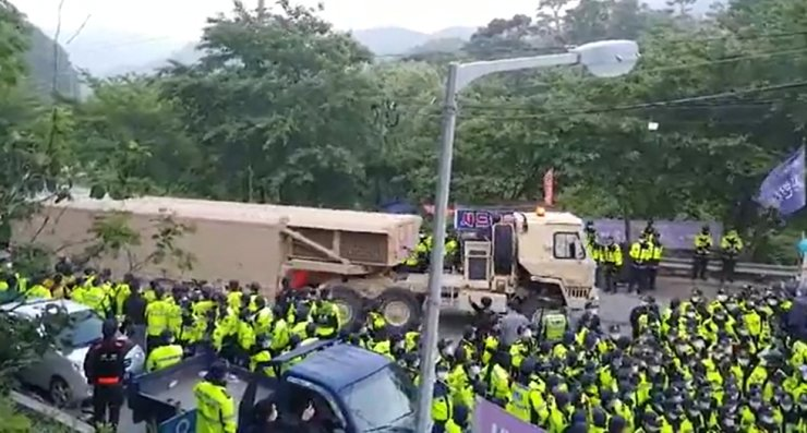 A military truck carrying equipment for a U.S. Terminal High Altitude Area Defense (THAAD) system enters a THAAD base under police protection in Seongju, North Gyeongsang Province, Friday. Yonhap
