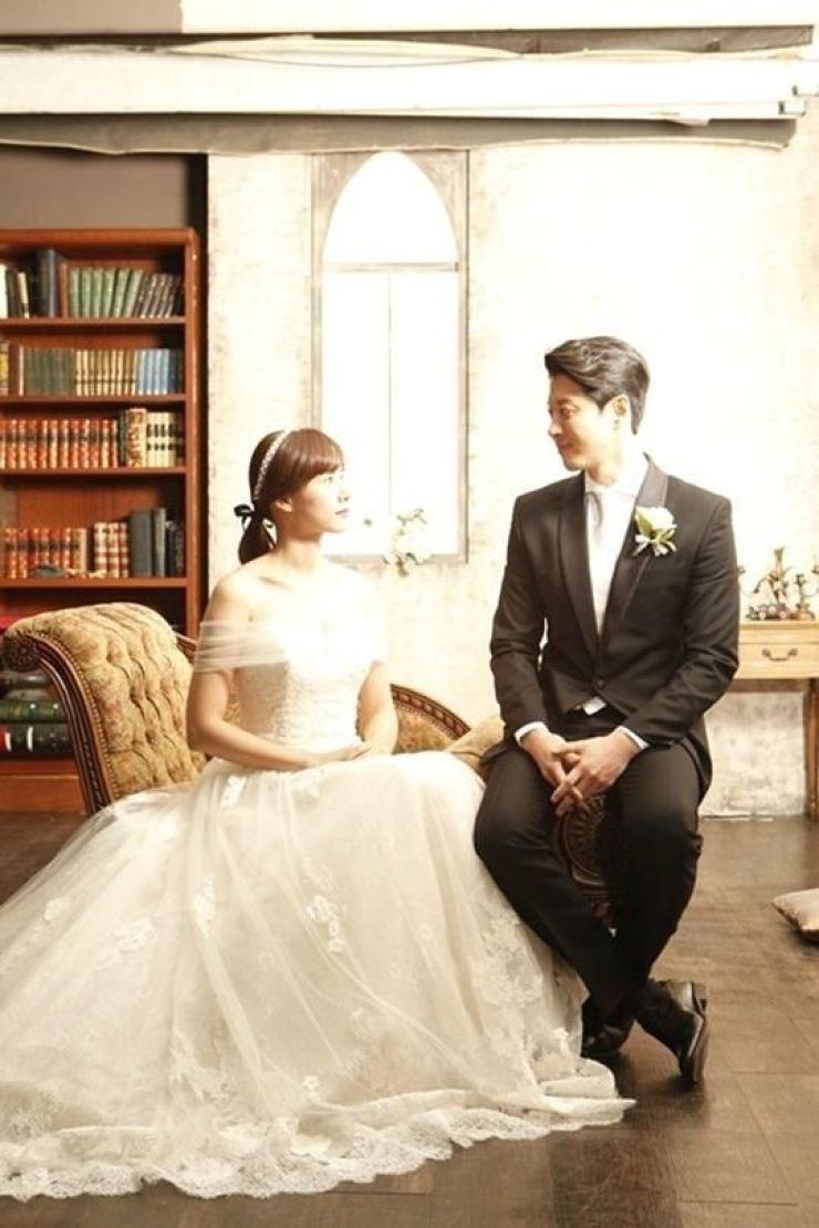 Lee Dong-gun and Cho Youn-hee / Korea Times file