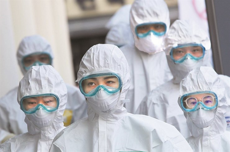 A medical team wearing protective clothing heads to the ward at the Keimyung University Daegu Dongsan Hospital, Daegu, March 23. The devoted medical community and healthcare infrastructure have been credited as some of the main reasons behind Korea's effective response to the COVID-19 pandemic. Yonhap