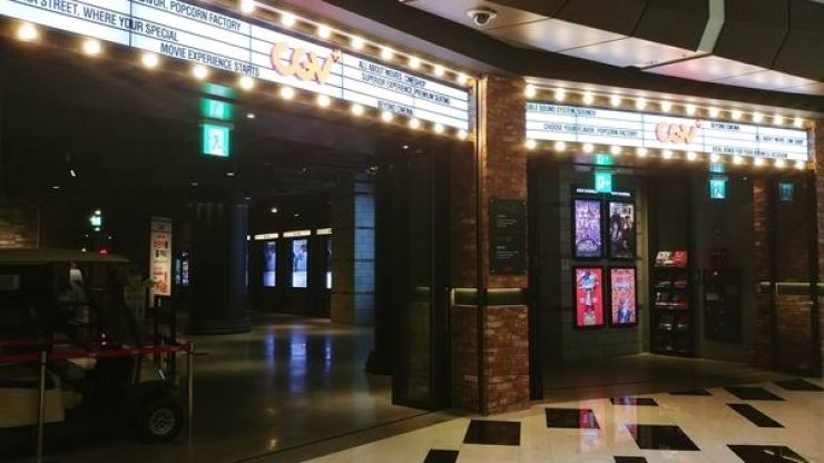 CGV, South Korea's largest multiplex chain, has adopted camera systems that automatically check moviegoers' temperatures and whether or not they have their masks on properly. Admission is allowed only after masks are properly worn.