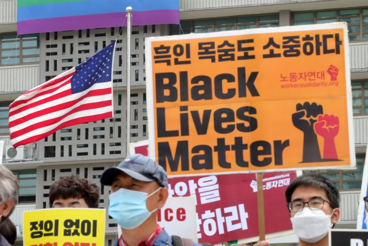 Activists rally in support of the Black Lives Matter movement near the U.S. Embassy in Seoul, Friday. A group of people plan to hold another rally at Myeongdong on Saturday. Yonhap