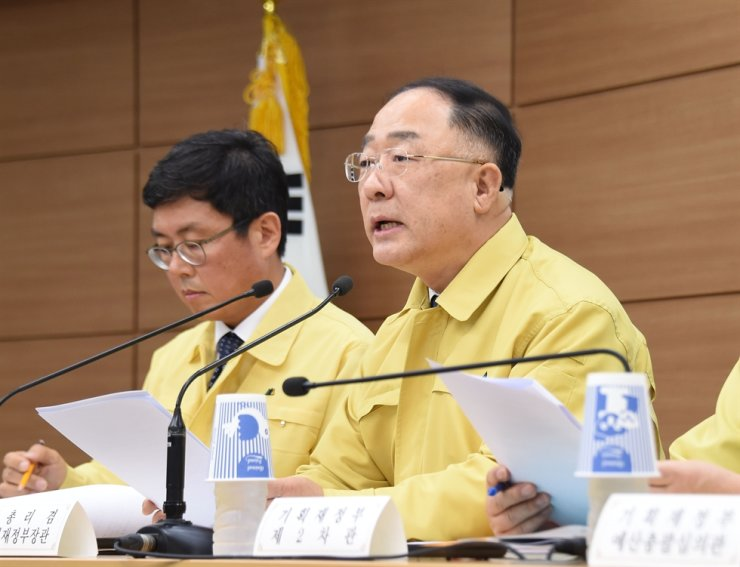 Deputy Prime Minister and Finance Minister Hong Nam-ki, right, speaks during press briefing at the Sejong Government Complex, May 29. Courtesy of Ministry of Economy and Finance