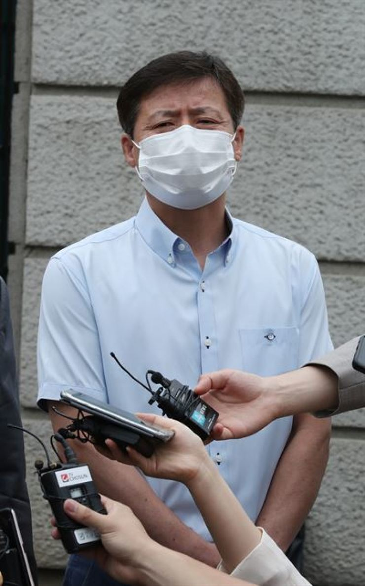 Park Jung-oh, head of the North Korean defectors' group Keunsaem, speaks to reporters after attending a unification ministry hearing on whether its license will be revoked, at the Inter-Korean Dialogue Office in Seoul, Monday. / Yonhap