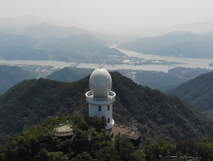 The rain radar on Mt. Yebong in Namyangju, Gyeonggi Province, is the latest addition to the country's rain radar network. Courtesy of Ministry of Environment