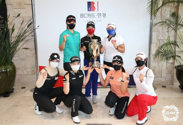 Golf players pose during the media conference for the Korea Ladies Professional Golf Association Tour BC Card Hankyung Ladies Cup at the Fortune Hills Country Club in Pocheon, Gyeonggi Province, Wednesday. / Yonhap
