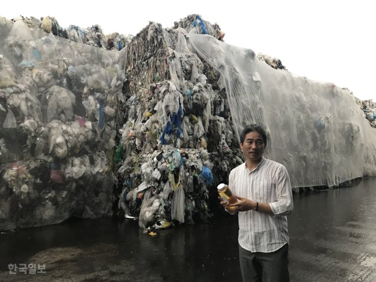 Jeju Clean Energy, which recycles vinyl and plastic waste on Jeju Island by incinerating the waste to produce fuel, stopped receiving waste in September 2019 because the company could no longer manage the increasing amount. Korea Times file