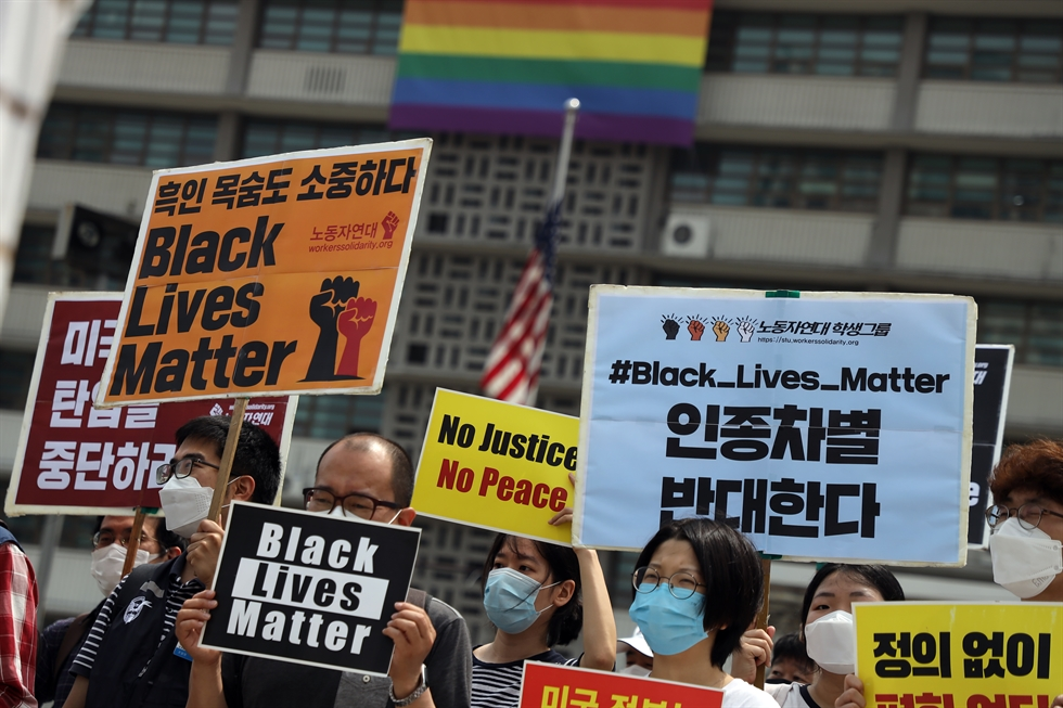 A group of activists from religious groups and human rights organizations rally in support of the Black Lives Matter movement near the U.S. Embassy in Seoul, Friday, following the death of George Floyd in the United States. Floyd died on Memorial Day after being pinned face down on the ground by a white police officer in Minneapolis. The incident has sparked protests against police brutality and racism around the world. Korea Times photo by Choi Won-suk