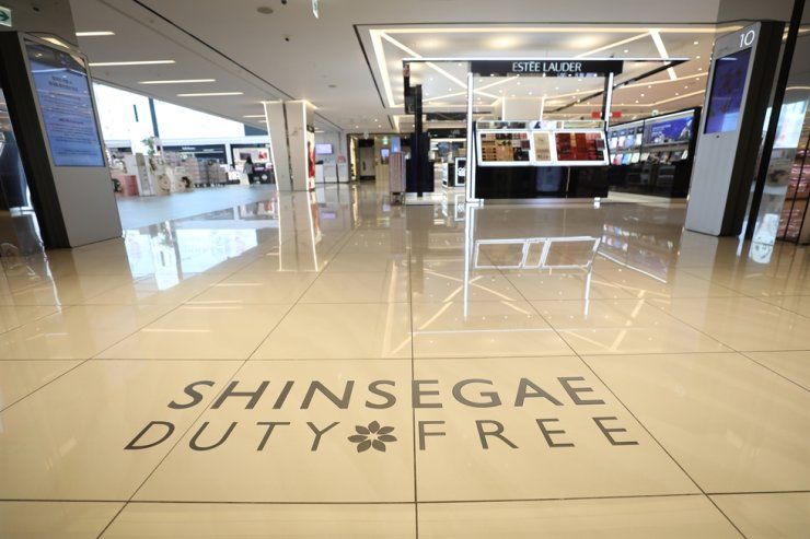 Shinsegae's duty free store in Myeong-dong, Seoul, is seen empty on May 14. / Korea Times file