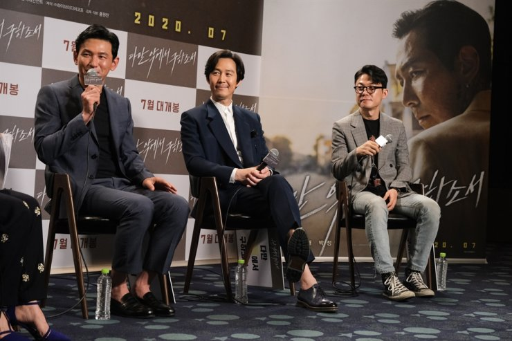 Actor Hwang Jung-min, left, speaks during an online press conference for the film 'Deliver Us From Evil' held in Seoul, Friday. / Courtesy of CJ Entertainment