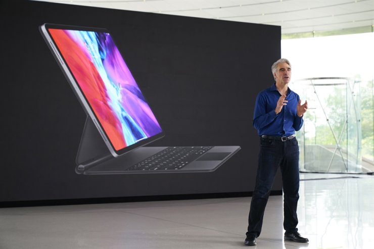 In this photo provided by Apple, Senior Vice President of Software Engineering Craig Federighi speaks during the keynote address of the 2020 Apple Worldwide Developers Conference, June 22 in Cupertino, Calif. AP-Yonhap