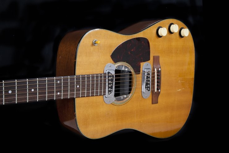 This file handout photo obtained May 11, 2020 courtesy of Julien's Auctions, shows the guitar played by Kurt Cobain during Nirvana's acclaimed MTV Unplugged in New York performance. - The 1959 Martin D-18E featured in the band's performance in November 1993, five months before Cobain's death at the age of 27, sold at auction on June 20 for a record $6 million. (Photo by Handout / Julian's Auctions / AFP)
