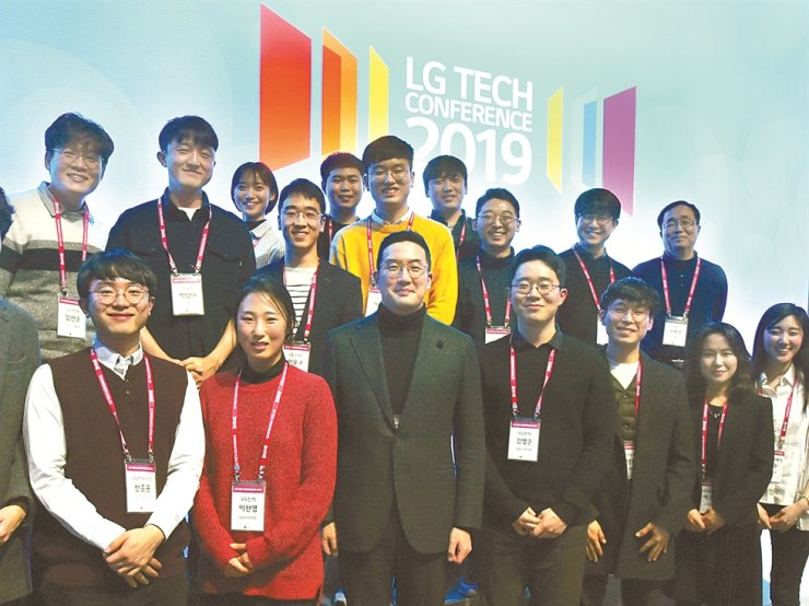 LG Group Chairman Koo Kwang-mo, front row third from left, poses with participants at the LG Tech Conference at LG Sciencepark in Seoul, Feb. 13, 2019. / Courtesy of LG Corp.