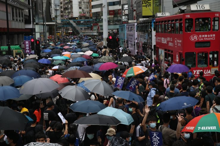 Protesters carrying umbrellas march during a rally against the implementation of a new national security law in Causeway Bay, Hong Kong, May 24. Beijing unveiled a resolution at the opening of its annual legislative sessions that will bypass Hong Kong's legislature to outlaw acts of secession, subversion and terrorism in Hong Kong. / EPA-Yonhap