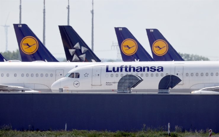 Airplanes of German carrier Lufthansa are parked at the Berlin Schoenefeld airport in Schoenefeld, Germany, May 26, 2020. Reuters