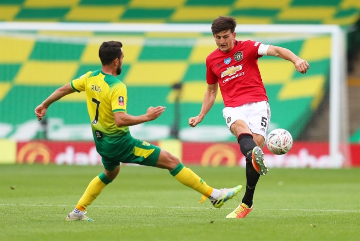 Manchester United's Harry Maguire, right, is in action with Norwich City's Lukas Rup during the English Premier League FA Cup Quarter Final game between Manchester United and Norwich City at the Carrow Road in Norwich, Saturday, as play resumes behind closed doors following the outbreak of the coronavirus disease. / Reuters-Yonhap