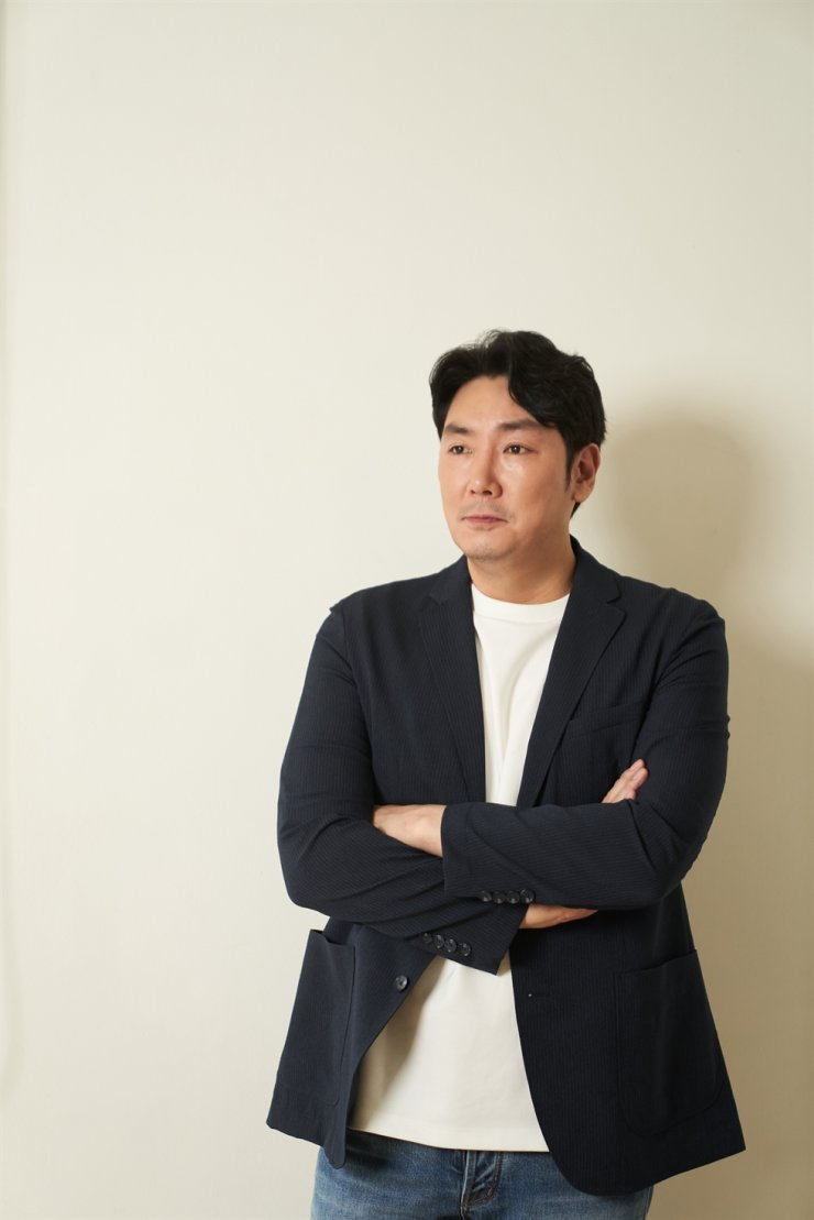 Actor Cho Jin-woong poses for a photo after an interview with The Korea Times at a cafe in Seoul, June 16. / Courtesy of AceMaker Movieworks