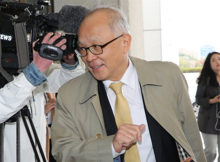Yang Chang-soo, former Supreme Court Justice and head of the prosecution's external committee, attends an expert committee meeting held at the Supreme Prosecutors' Office in Seoul, April 13, 2018. Yang announced his resignation from the chief post of the committee because he has maintained a friendship with one of Samsung's top executives. / Yonhap
