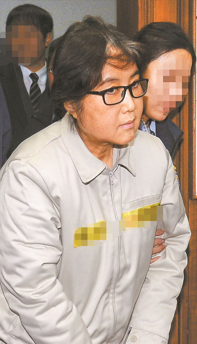 Imprisoned Choi Seo-won, better known as Choi Soon-sil, will release her memoir 'Who Am I' on Monday. / Korea Times file