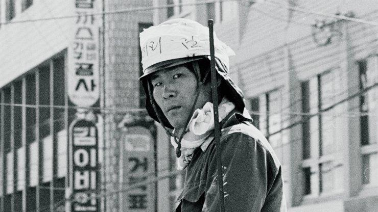 The iconic photo of 'Kim-Gun' (Mr. Kim) taken during the 1980 Gwangju pro-democracy movement. / Courtesy of the DMZ International Documentary Film Festival