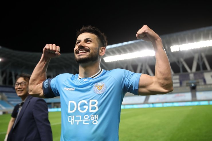 Daegu FC's Brazilian ace Cesar Fernando Silva Dos Santos, better known as Cesinha, celebrates after his team beat Suwon Samsung Bluewings 3-1 during the K League 1 eighth-round match at the DGB Park in Daegu, June 21. / Courtesy of K League