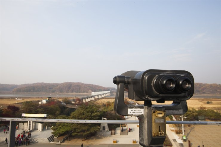 Seen is a telescope placed at Imjingak Pavilion near the heavily guarded Demilitarized Zone in Paju, Gyeonggi Province. The city, which has attracted many tourists with its border-area tourism programs, has been facing difficulties due to outbreaks of African swine fever and COVID-19 in addition to growing inter-Korean tensions. / Courtesy of Korea Tourism Organization