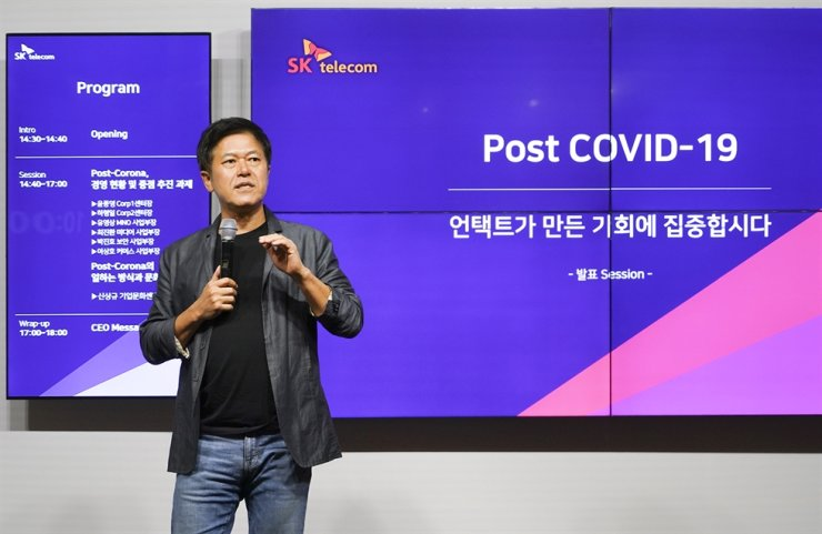 SKT President Park Hung-ho speaks to employees about new company management principles that will help lead the post COVID-19 period during an online town hall meeting broadcast from the company building in Seoul, Wednesday. Courtesy of SKT