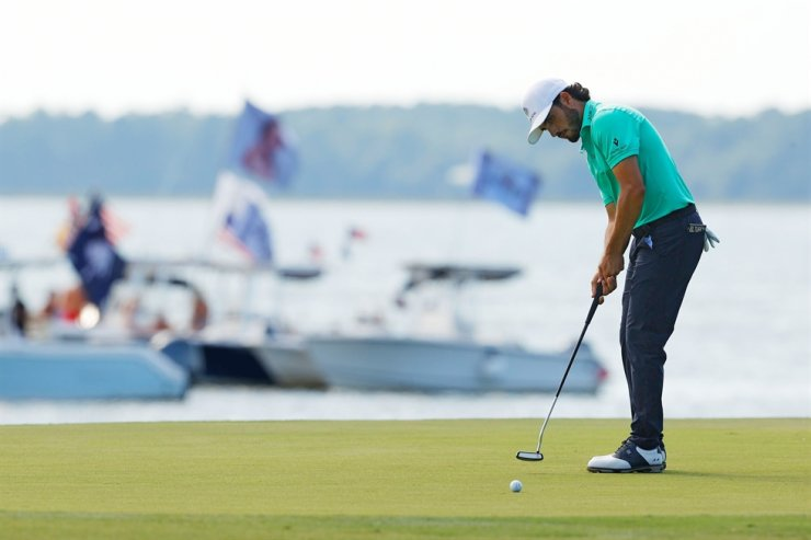 Abraham Ancer of Mexico putts on the 18th green during the third round of the RBC Heritage at Harbour Town Golf Links in Hilton Head Island, S.C., Saturday. AFP-Yonhap