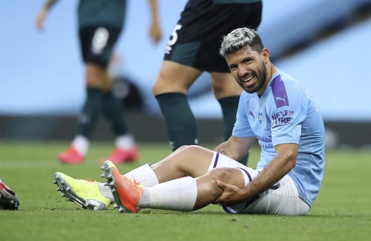 Manchester City's Sergio Aguero reacts as he sits on the pitch injured during the English Premier League football match between Manchester City and Burnley at Etihad Stadium, in Manchester, England, Monday. / AP-Yonhap