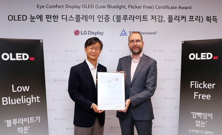 TUV Rheinland CEO Carsten Lienemann, right, and Oh Chang-ho, vice president at LG Display TV department, pose for a commemorative photo after LG was the recipient of an Eye Comfort Display OLED (Low Bluelight, Flicker Free) Certificate Award at LG Twin Tower in Seoul on June 30. / Courtesy of LG Display