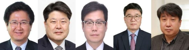 From left, Suh Choo-suk, deputy director of national security; Ha Dong-soo, secretary for land, infrastructure and transport; Yeo Han-koo, as secretary for New Southern and New Northern policies; Yoo Geun-heag, secretary for social policy; and Do Jae-hyung, secretary for employment and labor.