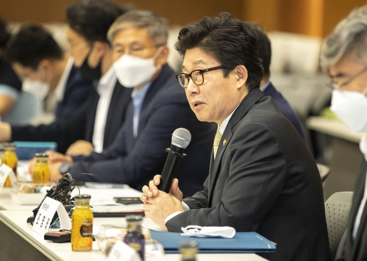 Environment Minister Cho Myung-rae speaks during a media conference in Seoul, Wednesday, unveiling the ministry's detailed plans to implement the Moon Jae-in administration's Green New Deal scheme. / Courtesy of Ministry of Environment