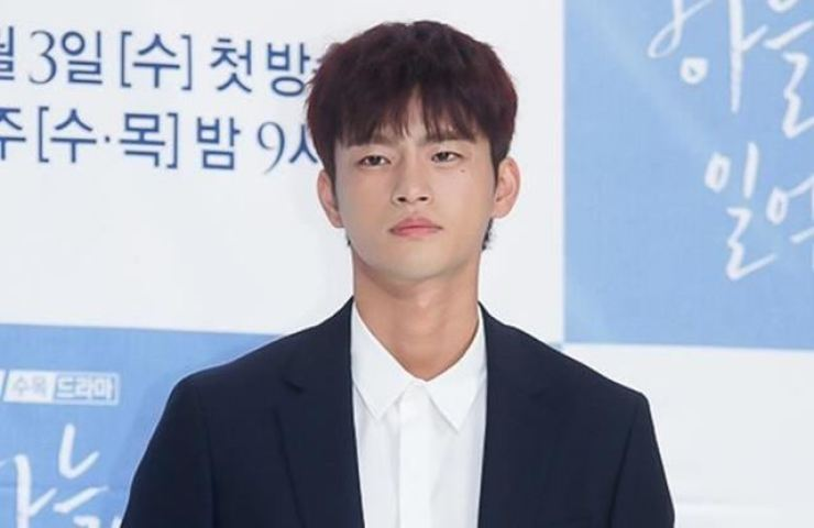 Actor and singer Seo In-guk is in talks to return to television after two years. Korea Times file
