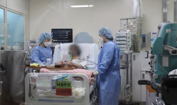 Hallym University Sacred Heart Hospital said a donor's lungs were successfully transplanted to the severely ill COVID-19 patient on June 21. Her identity was withheld. Courtesy of the hospital