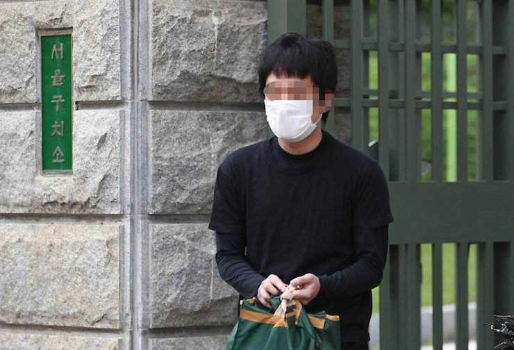 Son Jong-woo, the operator of 'Welcome to Video,' one of the world's biggest child porn sites, leaves the Seoul Detention Center at Uiwang in Gyeonggi Province, Monday, after the Seoul High Court rejected the extradition request for him. Yonhap