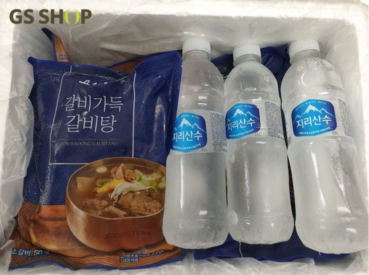 GS Shop delivers a precooked galbi-tang pack inside a foam box with water bottles instead of ice packs. Courtesy of GS Shop
