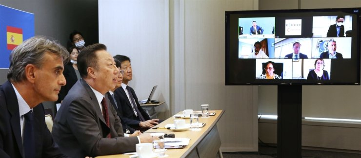 Korea Chamber of Commerce and Industry (KCCI) Chairman Park Yong-maan, second from left, speaks during the Korea-Spain Economic Cooperation Committee webinar held at KCCI headquarters in Seoul, Tuesday. Courtesy of KCCI