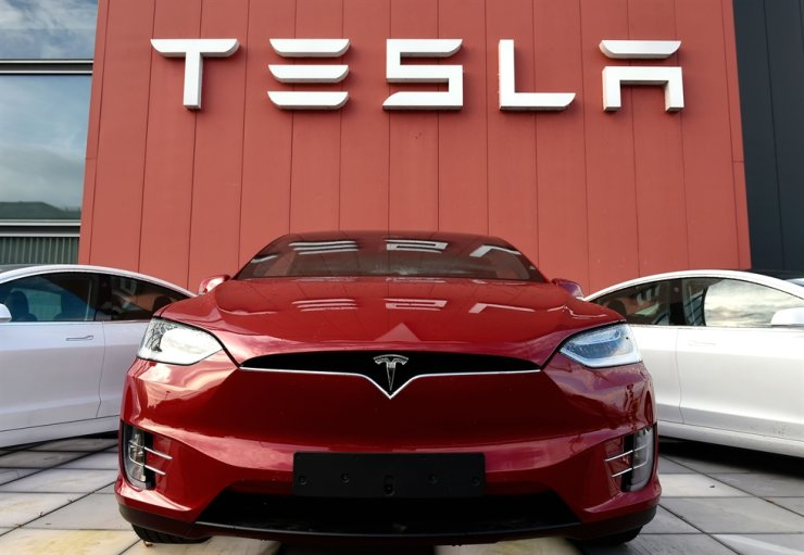 In this file photo the logo marks the showroom and service center for the U.S. automotive and energy company Tesla in Amsterdam on Oct. 23, 2019. AFP-Yonhap
