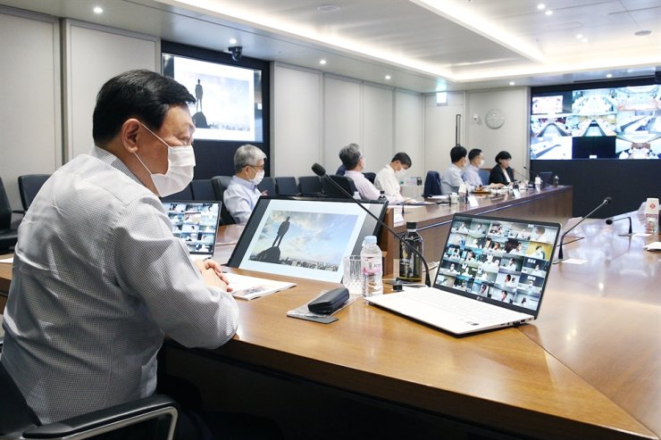 Lotte Group Chairman Shin Dong-bin, left, conducts the annual CEO online conference call at the company headquarters in Jamsil, Seoul, Tuesday. / Courtesy of Lotte Group