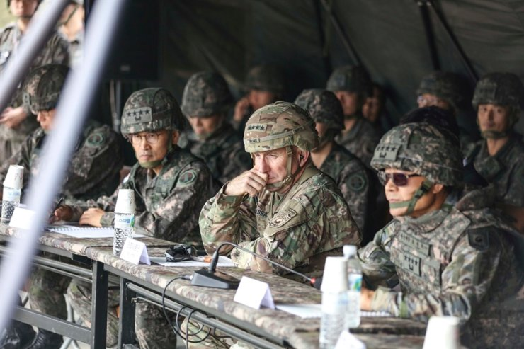 U.S. Forces Korea Commander Gen. Robert Abrams, second from right, inspects an artillery drill at Rodriguez Live Fire Complex in Paju, Gyeonggi Province in this Oct. 23, 2019 photo. / Korea Times file