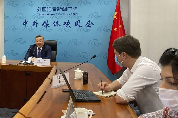 Fu Cong, director general of the Depatment of Arms Control of the Chinese Ministry of Foreign Affairs, speaks to media at a press briefing on nuclear arms talks in Beijing, Wednesday. AP-Yonhap