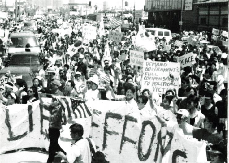 Koreans in LA stage a protest in LA during the racial unrest in this May 2, 1992 file photo. / Korea Times file