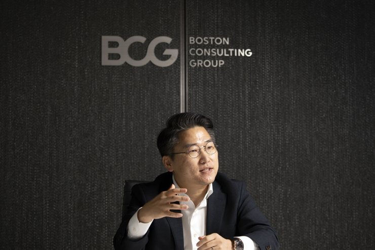 Boston Consulting Group (BCG) Managing Director and Partner Kim Yunjoo speaks during an interview with The Korea Times at BCG's office in central Seoul, June 29. / Korea Times photo by Choi Won-suk