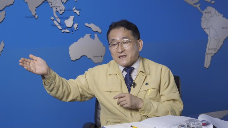 Korea Immigration Service Commissioner Cha Gyu-geun speaks during an interview at his office in the Government Complex in Gwacheon, Gyeonggi Province, June 29. Korea Times photo by Kim Kang-min