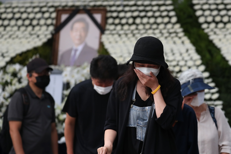 A woman cries as she leaves the memorial altar for late Seoul Mayor Park Won-soon in Seoul, Sunday. Park, a strong contender for Korea's next president and a former human rights lawyer, took his own life Thursday, a day after he was accused of sexual harassment. Korea Times photo by Choi Won-suk