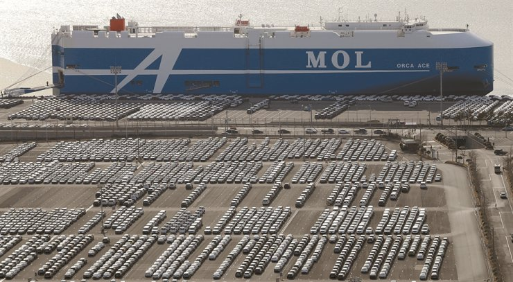 Hyundai Motor's cars await shipment at a port in Ulsan in this April photo. / Yonhap