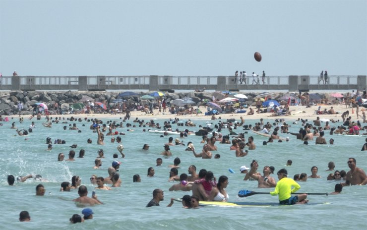 People enjoy a warm day at the beach in Miami Beach, Florida, USA, 12 July 2020. Florida reports 15,300 new Coronavirus cases, a record for one day anywhere in the US. /EPA